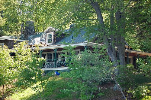 Set Location For Adam Sandler Movie Grown Ups In Essex Ma Lake House Up Movie House Cottage Lake