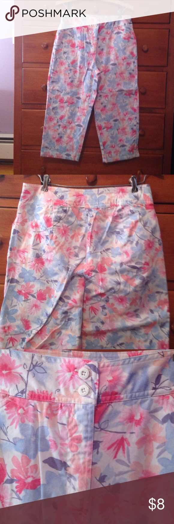 Bill Blass Jeans sz 8P flowered capris Bill Blass Jeans sz 8P flowered capris. Cotton/Lycra blend stretch pants. Two front pockets. Pink, blue, coral flowers on a white background. Bill Blass  Pants Capris