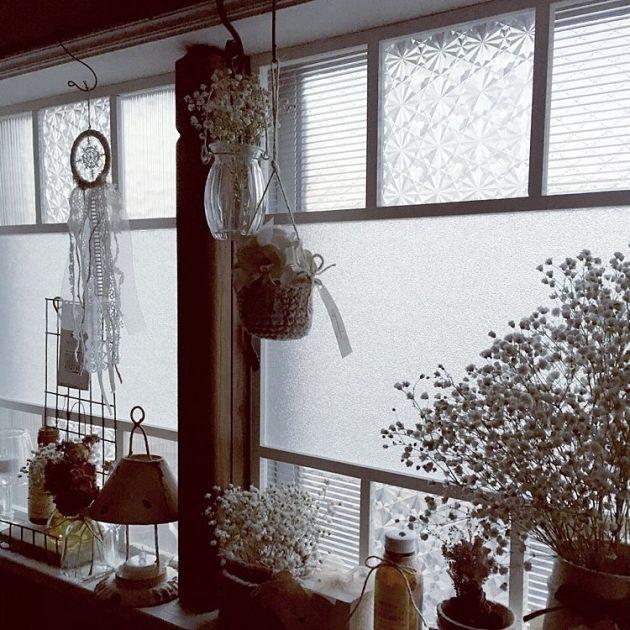 賃貸マンションなどに住んでいる方は せっかく部屋の中を好きなインテリアにしても 窓枠がアルミのサッシだと台無し と思っている方 窓枠diy 窓デコレーション インテリア