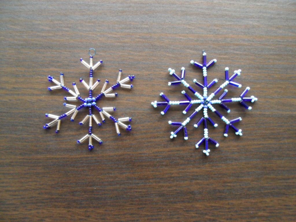 How To Make A Snowflake Out Of Beads And Wire Tutorial How To Make Snowflakes Beaded Snowflakes Ornament Christmas Bead