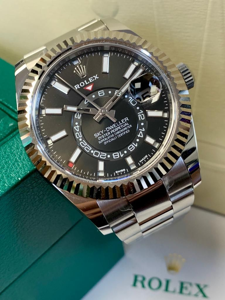 The Charismatic And Highly Technical Rolex Sky Dweller Is The Perfect Combination Of Style And Functionality Available Now This Unwo Relojes Rolex Reloj Rolex