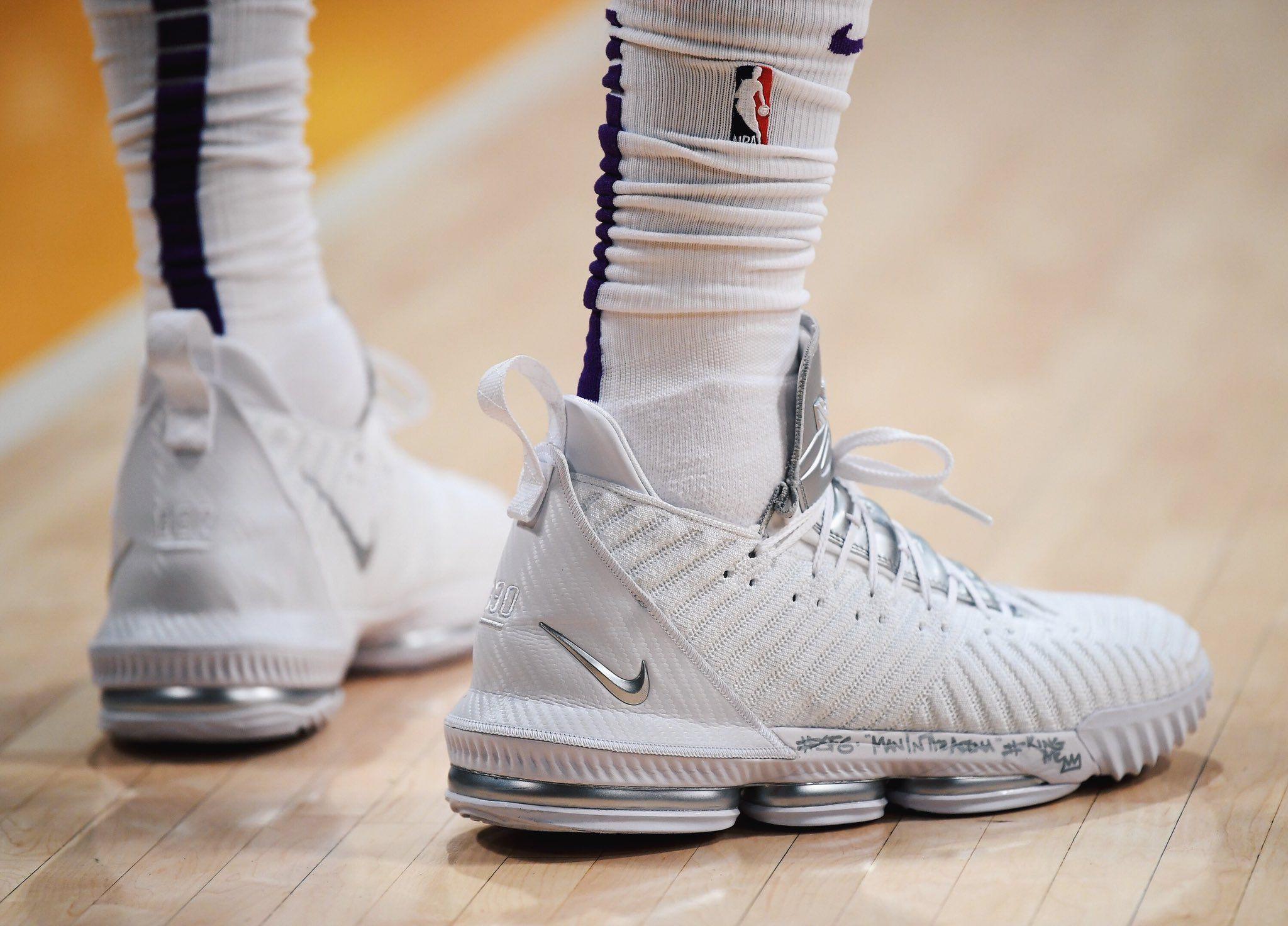 afbb7bcf11f 2018.11.30. LAL LeBron James Nike LeBron 16 PE