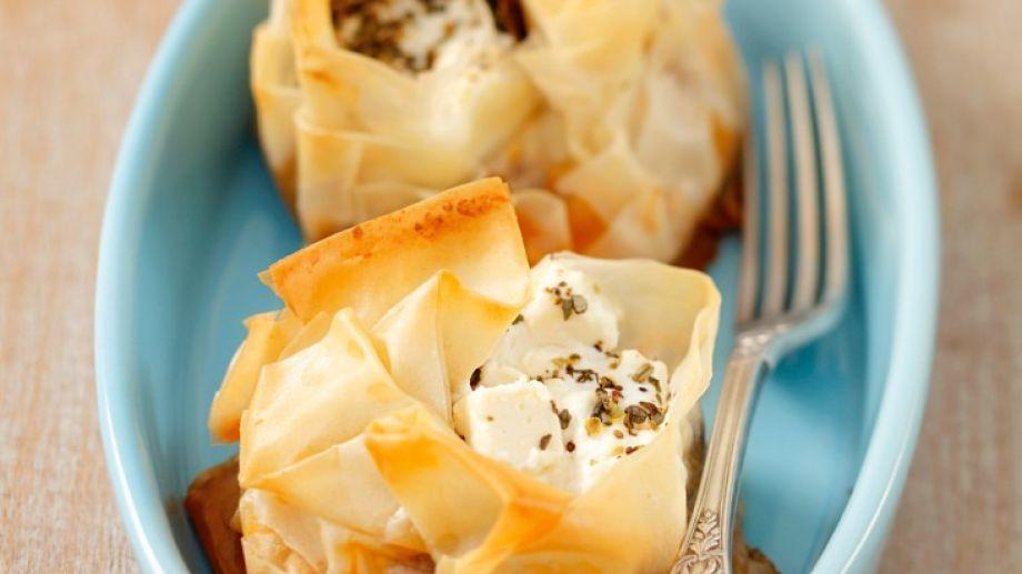 Hübsch fürs Buffet oder als Vorspeise: Kleine Moussaka-Küchlein   http://eatsmarter.de/rezepte/kleine-moussaka-kuechlein