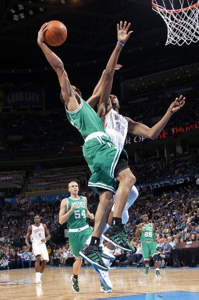 The Avery Bradley poster on Kevin Durant