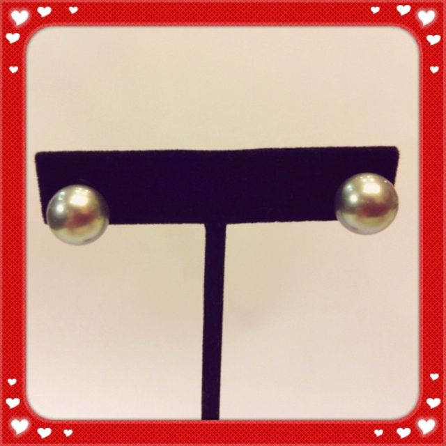 South sea pearls stud earrings.  Good luster, slight blemishes, light grey in color and approx. 8 - 8.5mm.  Priced at $298.