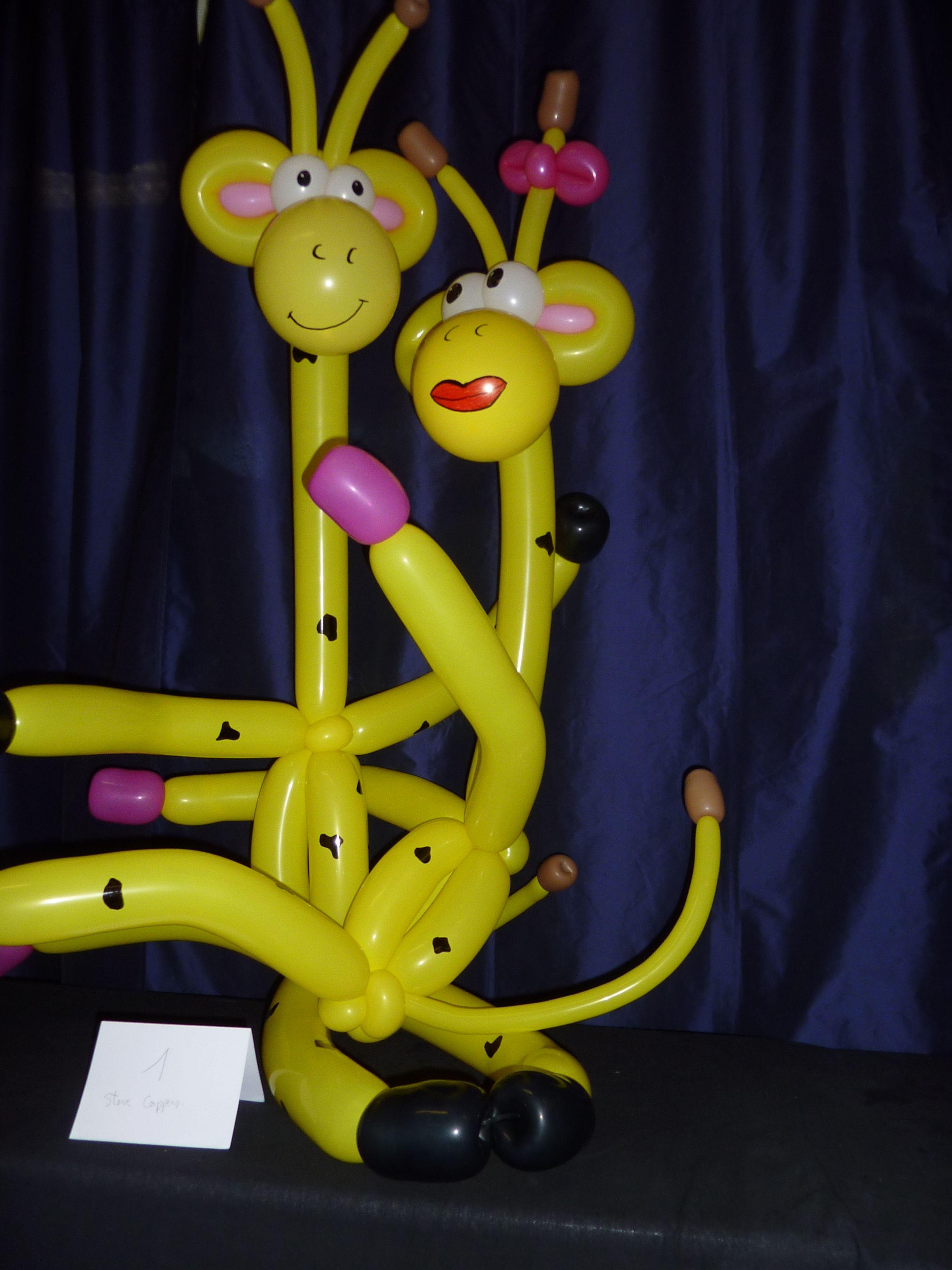 Giraffe Love Twist Balloon