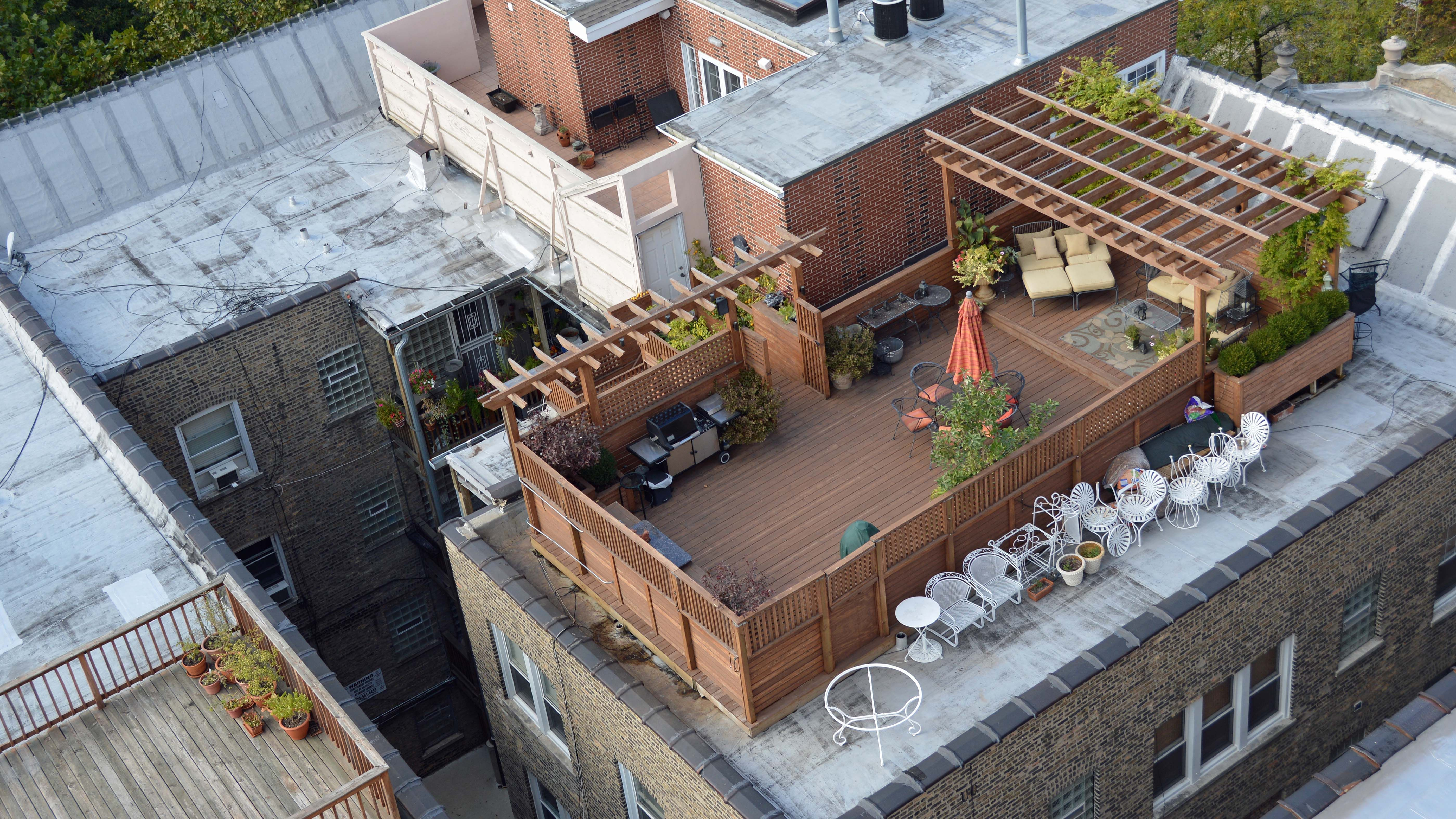 In Practice They Pay To Build Few Roof Decks Description From Yochicago Com I Searched For This On Bing Com Images Roof Deck Building A Deck Pergola Shade