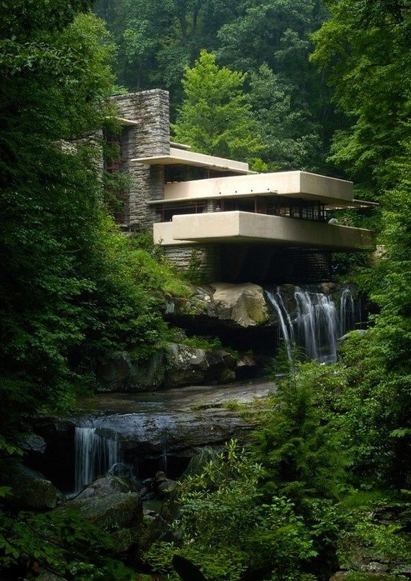 A Masterpiece Of Modern Architecture Grounded In Nature By Frank Lloyd  Wright. // Ein