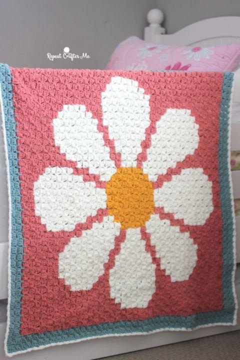 Crochet Daisy C2C Blanket with Bernat Blanket Tiny | Cobija