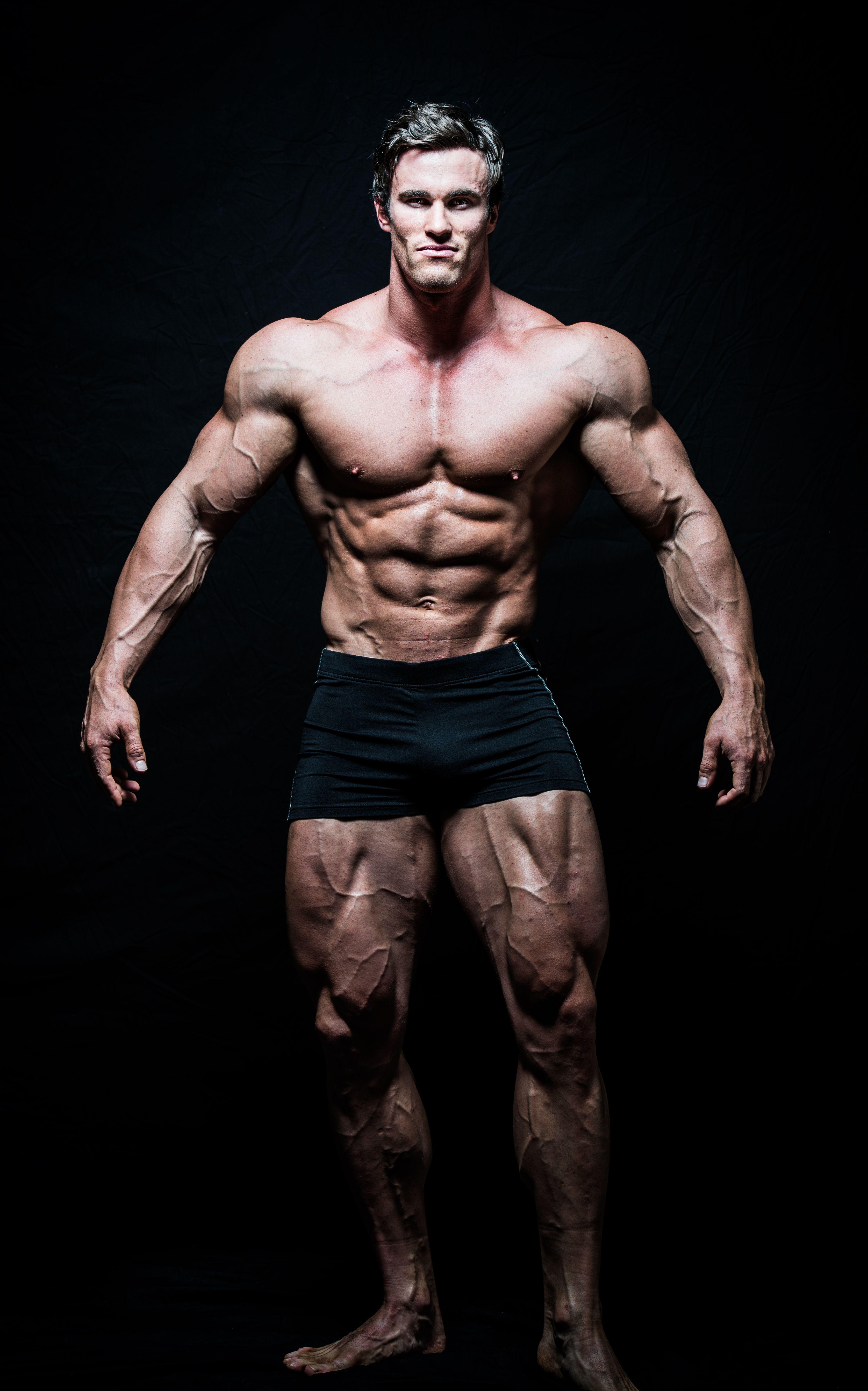 Calum Von Moger Reveals The Pose Arnold Schwarzenegger