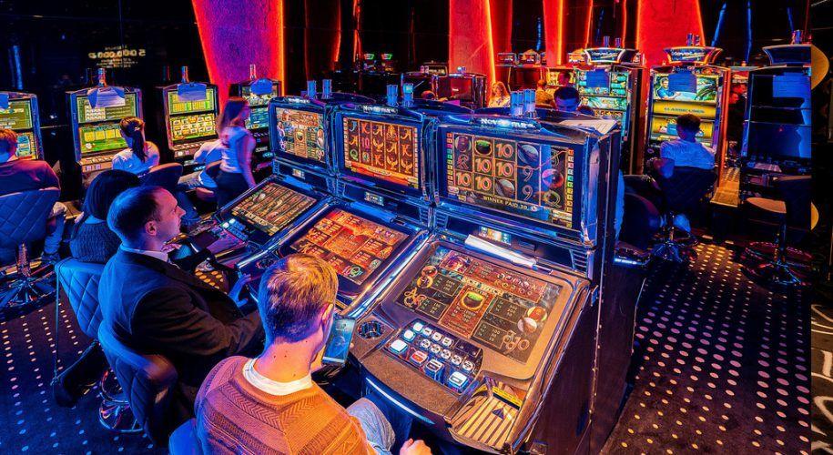 Работа в казино игровые автоматы играть в карты бесплатно с подсказками онлайн