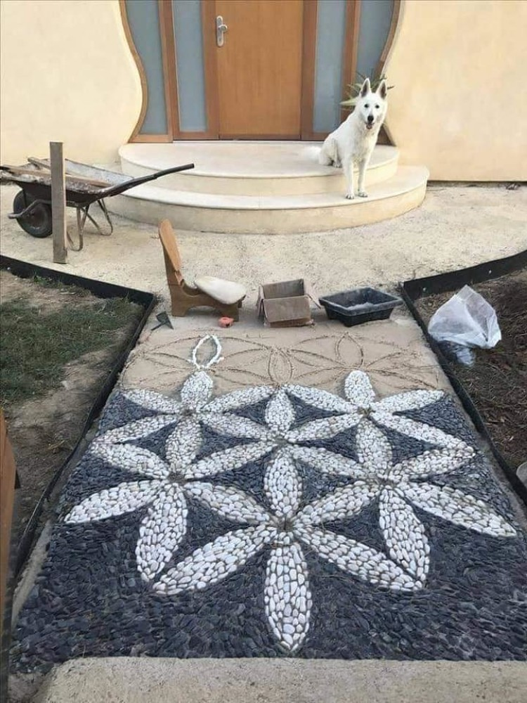 Another Great Idea For The Garden And Without Much Investment. Decorations And Paths Of Stones