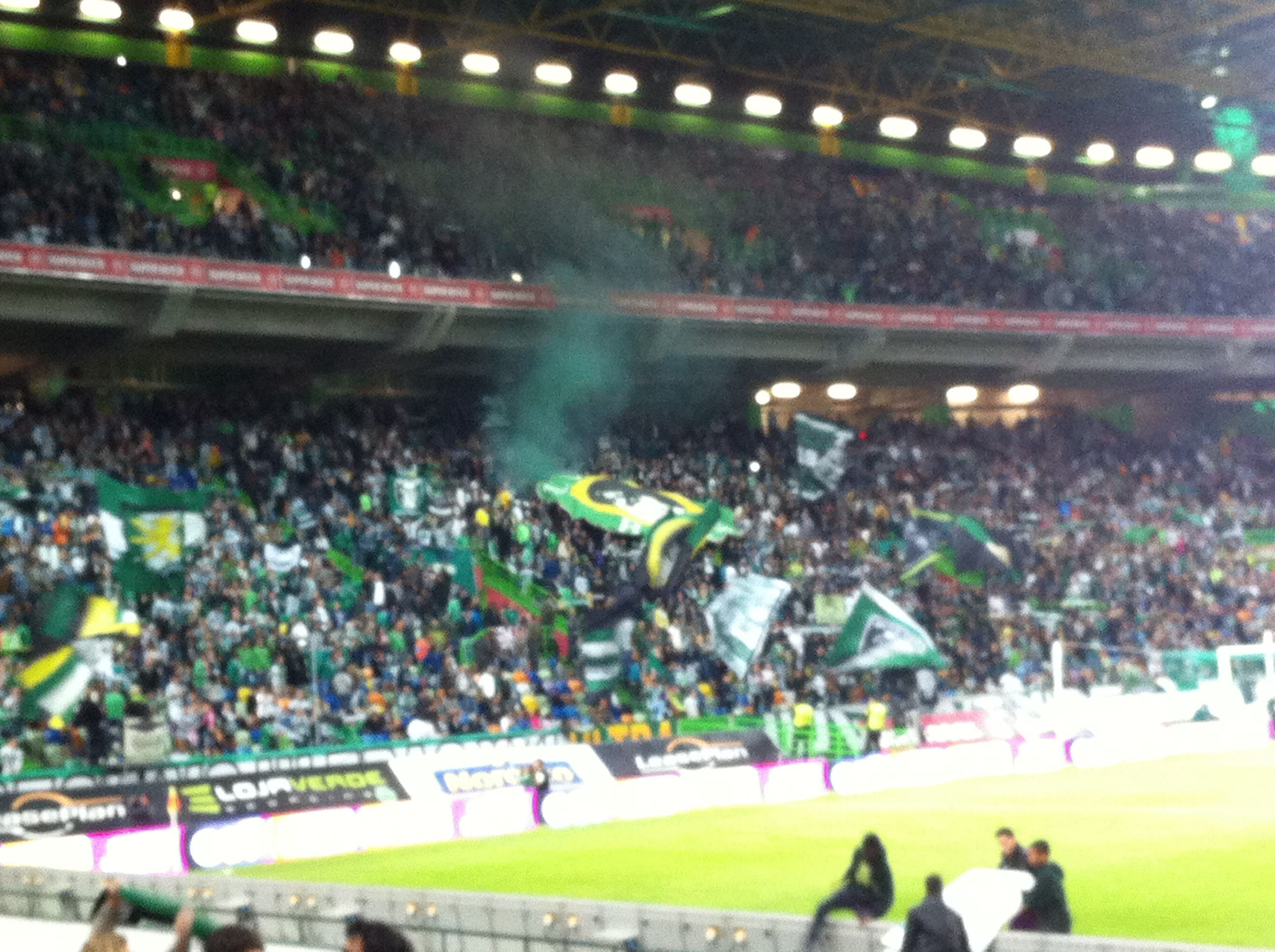Fans with their powerful voices and flags #sporting #lisbon #portugal