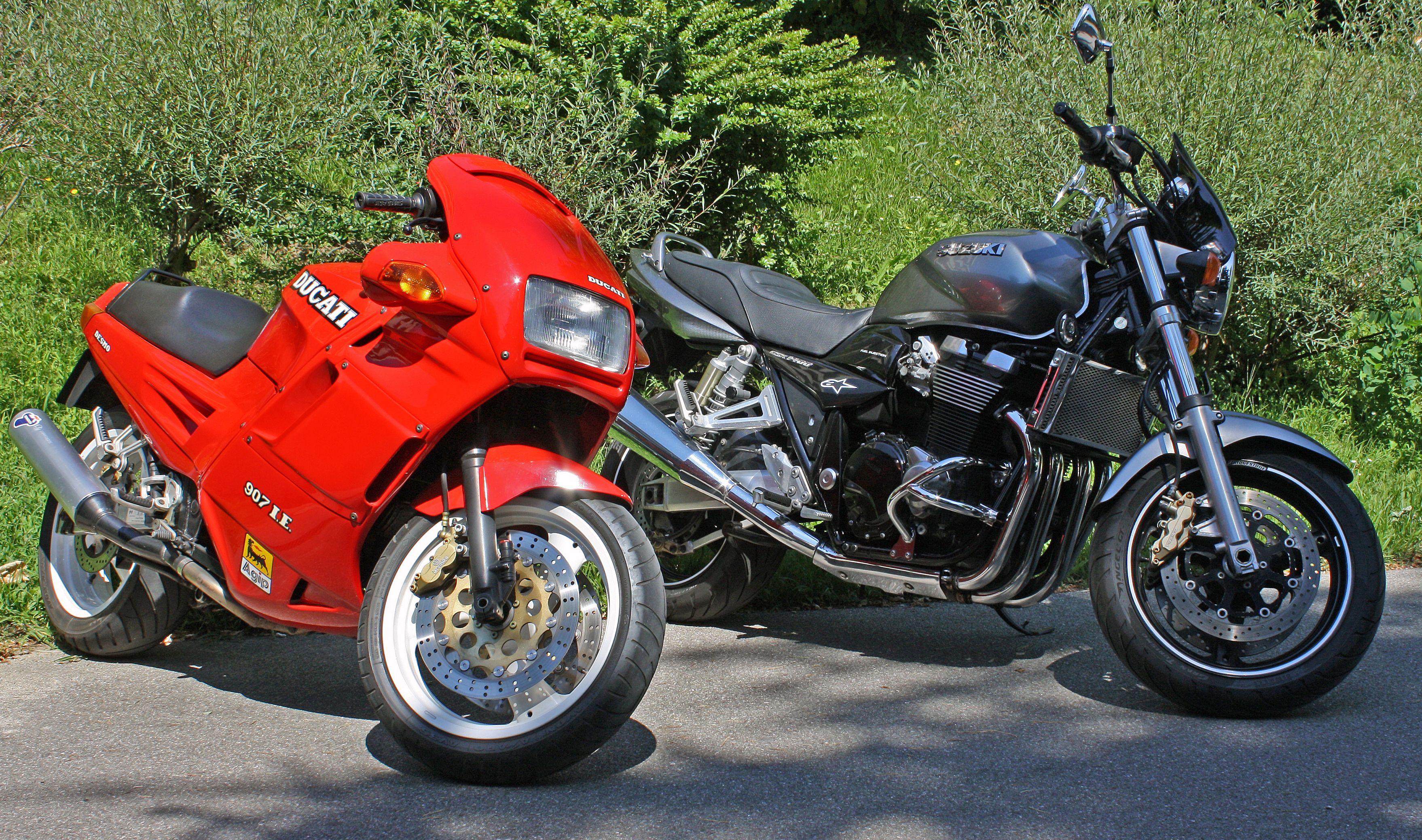 1991 Ducati Paso 907ie 2002 Suzuki Gsx 1400 F1