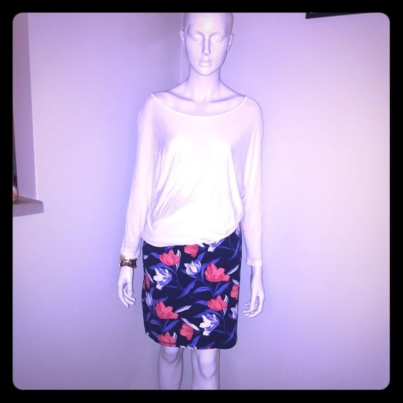 Old Navy Floral Stretch BodyCon Skirt FLASH SALEWilling to make deals and compromises for cheaper shipping, trying to downsize my closet, please make an offer!NWOT!! Gorgeous colors and patterns on this perfect skirt from Old Navy! Gorgeous with white and black to match. Very comfortable material and looks amazing on! Body con but still smoothed out in the right places. You will love this pop of purple and reds in your wardrobe!! I took the tags off of this but never wore it! Old Navy Skirts…