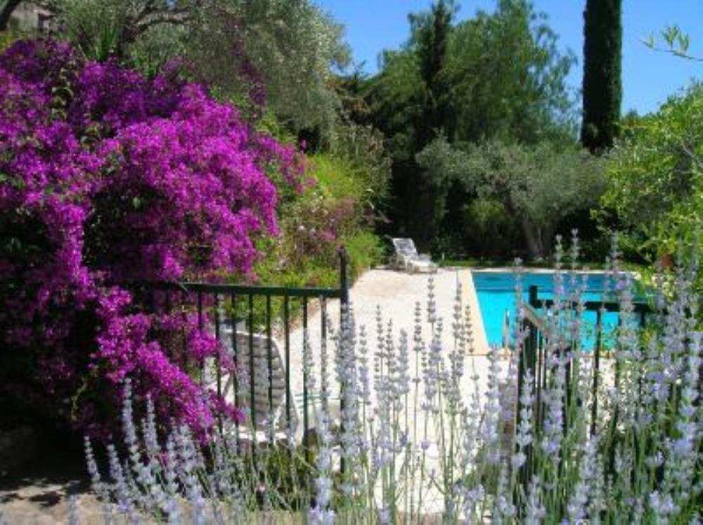 Rez de jardin de villa avec studio indépendant,3 chambres, piscine