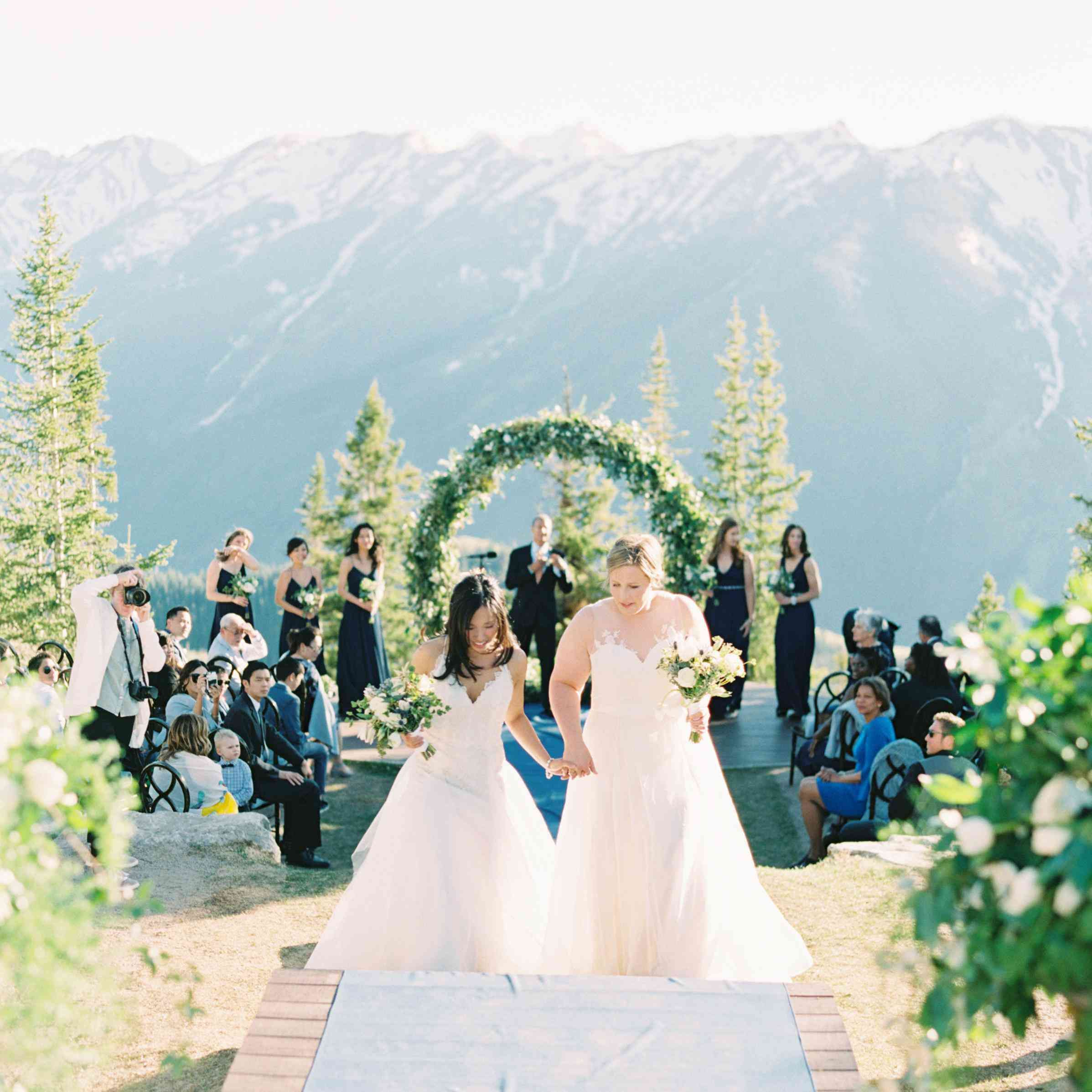10 Spring Wedding Themes That Are In Bloom For 2019 Wedding Themes Spring Spring Wedding Color Palette Wedding Themes Fall