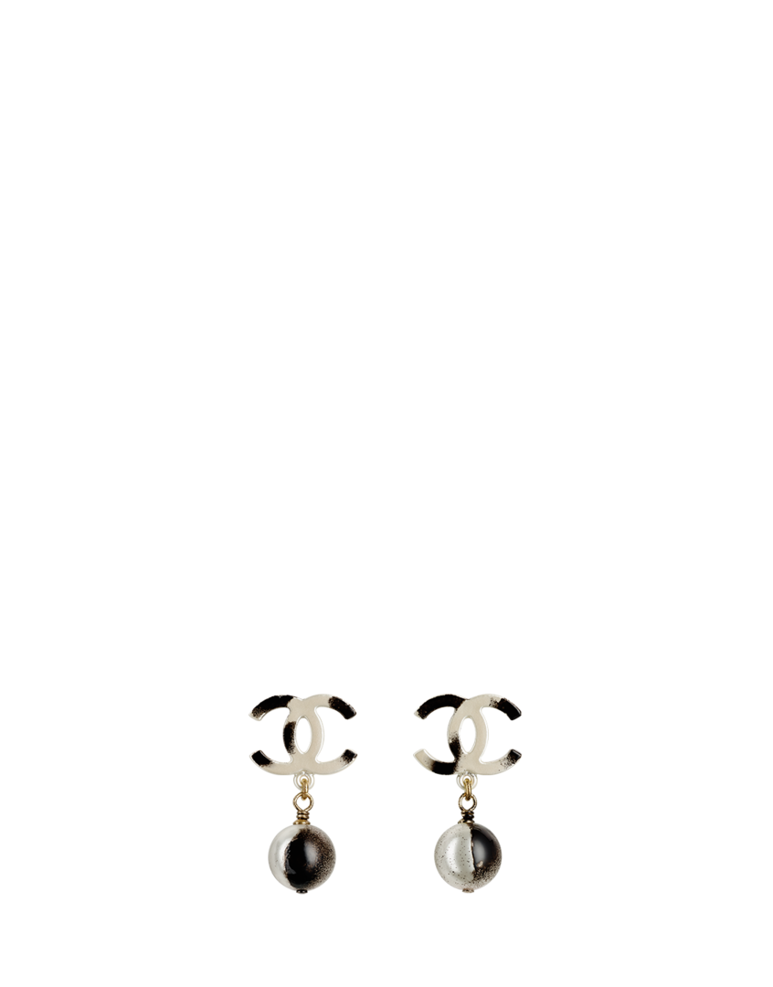 Metal tagged CC signature earrings... - CHANEL