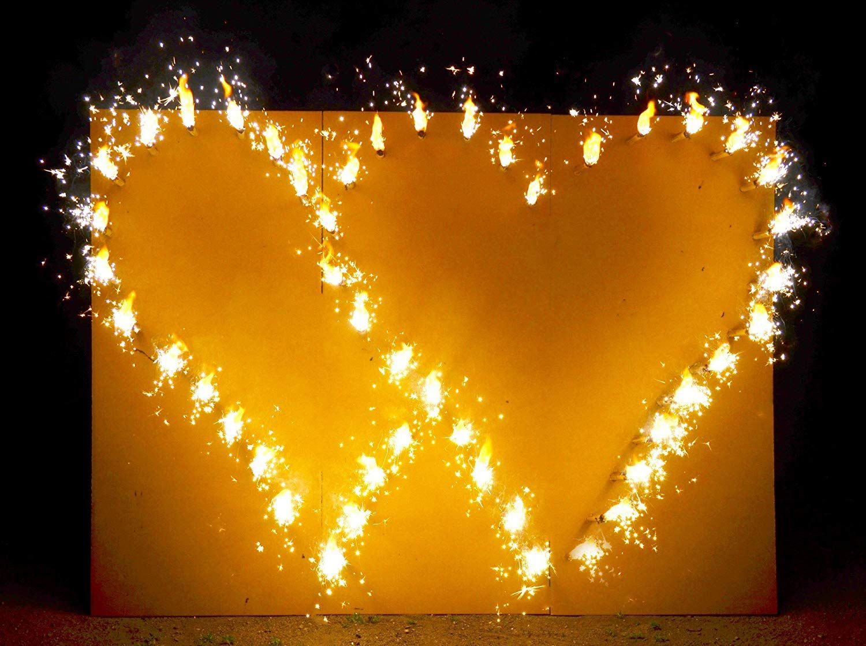 Der Spielzeugtester Hat Das Brennendes Doppelherz Hochzeit Feuerwerk Lichterbild Angeschaut Hochzeit Feuerwerk Uberraschung Hochzeit Hochzeitsgeschenke Ideen
