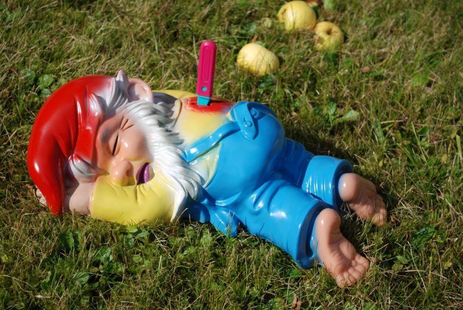 Gartenzwerg tot library funny garden gnomes gnome for La storia dei nani da giardino
