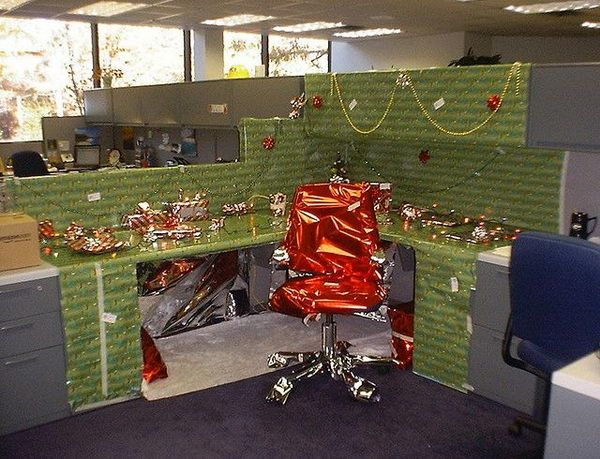 20 creative diy cubicle decorating ideas cubicle for Cubicle decoration xmas
