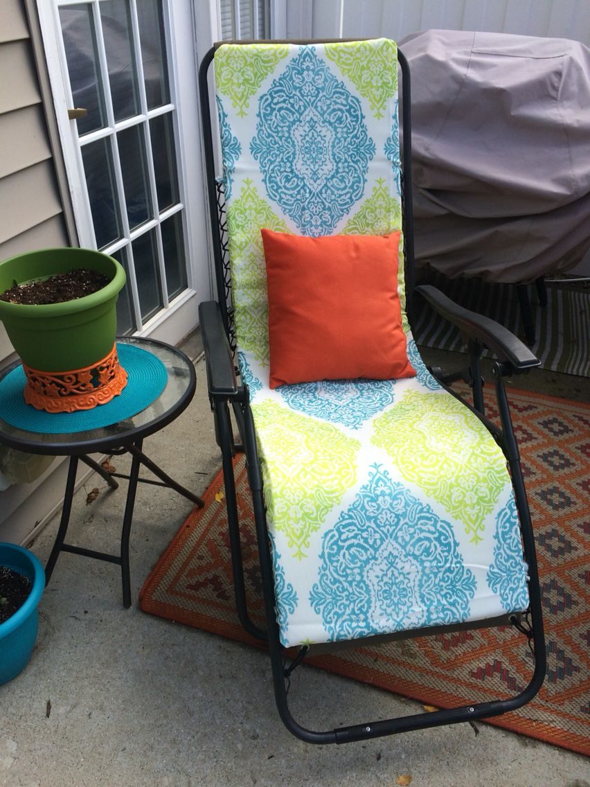 lawn chair cushions on diy zero gravity chair pad made from foam and an indoor outdoor tablecloth this was so easy to make and so zero gravity chair diy indoor chairs creative decor diy zero gravity chair pad made from