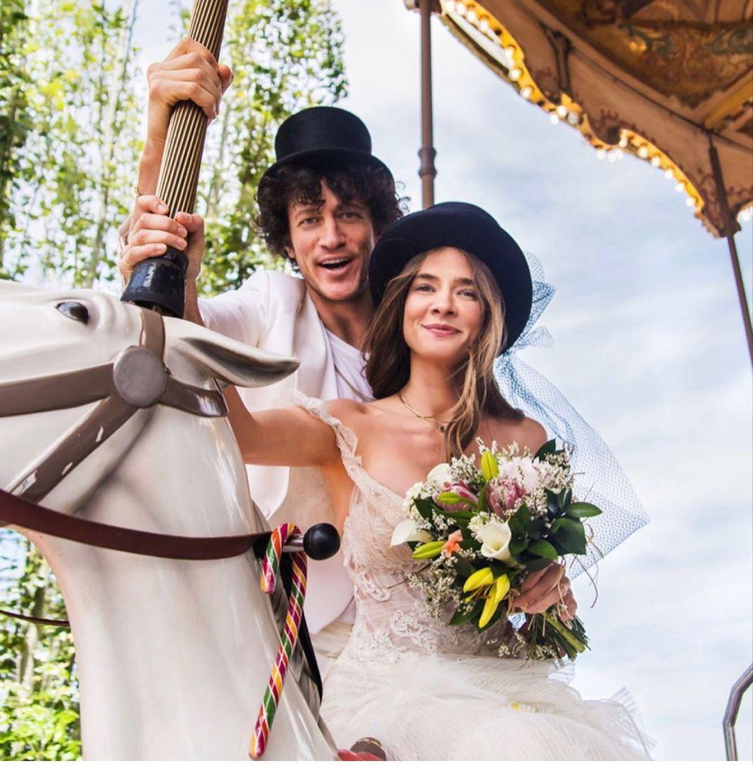 Müge Boz ve Caner Erdeniz'in Eğlenceli Düğün Fotoğrafları | Neşeli Süs Evim  | Düğün fotoğrafları, Düğün, Nedime giysileri