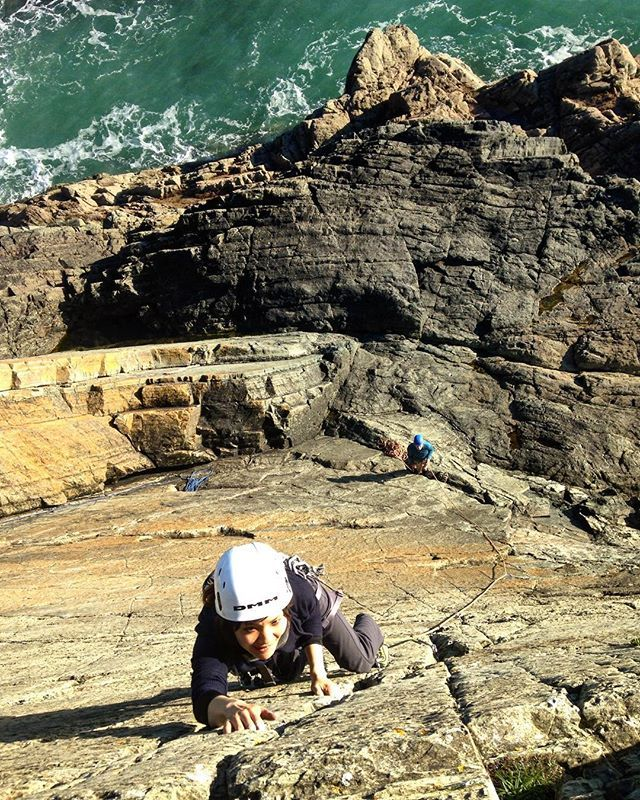 Courtney getting to grips leading today at Caerfai. We had amazing sunshine and great conditions today... A joy of a climbing day!  #climbing #leading #trad #tradclimbing #climb #climbingpictures #climbingpicturesofinstagram #pembrokeshire #Wales #cymru #sea #cliff #seacliff #getoutside #teaching #rock #ropework #adventure #bluesky #sunshine #atlantic #ocean #coast #FindYourEpic #yearofadventure