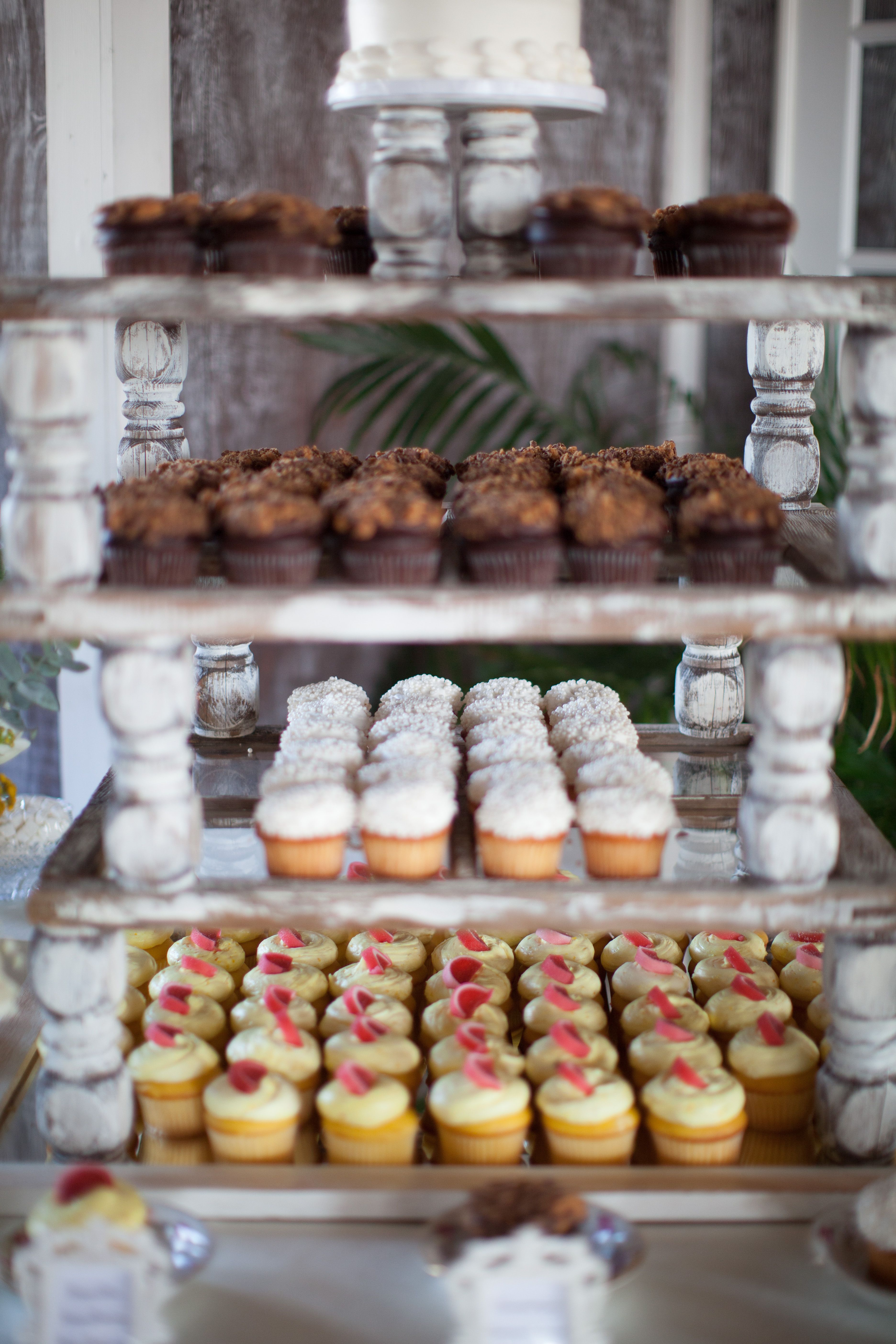 Cupcakes Instead Of Cake At The Wedding Reception Guests