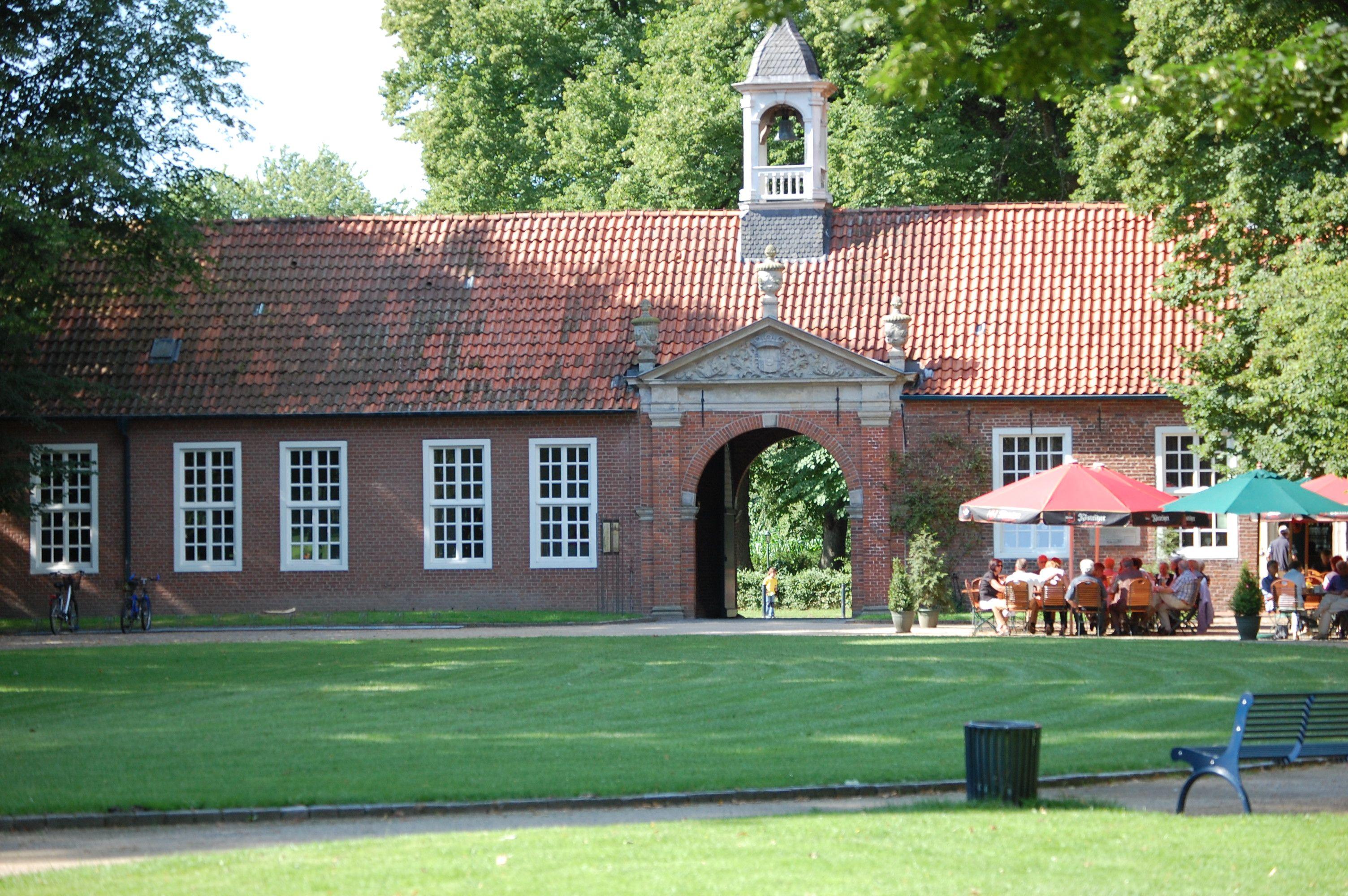 Nach Einem Spaziergang Im Schlosspark Der Evenburg Kann Man Gemutlich Im Cafe Evenburg Ein Tasschen Tee Geniessen Ostfriesland Urlaub Ostfriesland Bauerngarten