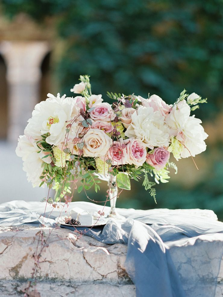 Blush pink wedding centerpieces | fabmood.com