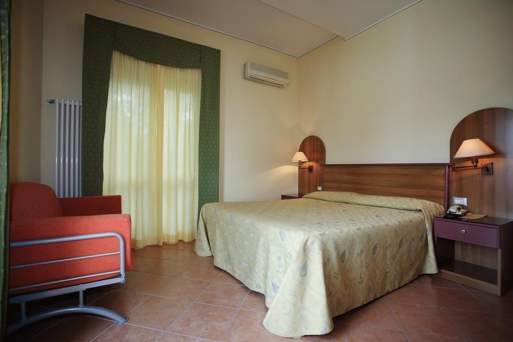 Gardalake Com Lake Garda Travel And Visitor S Guide Lake Garda Sirmione Hotel