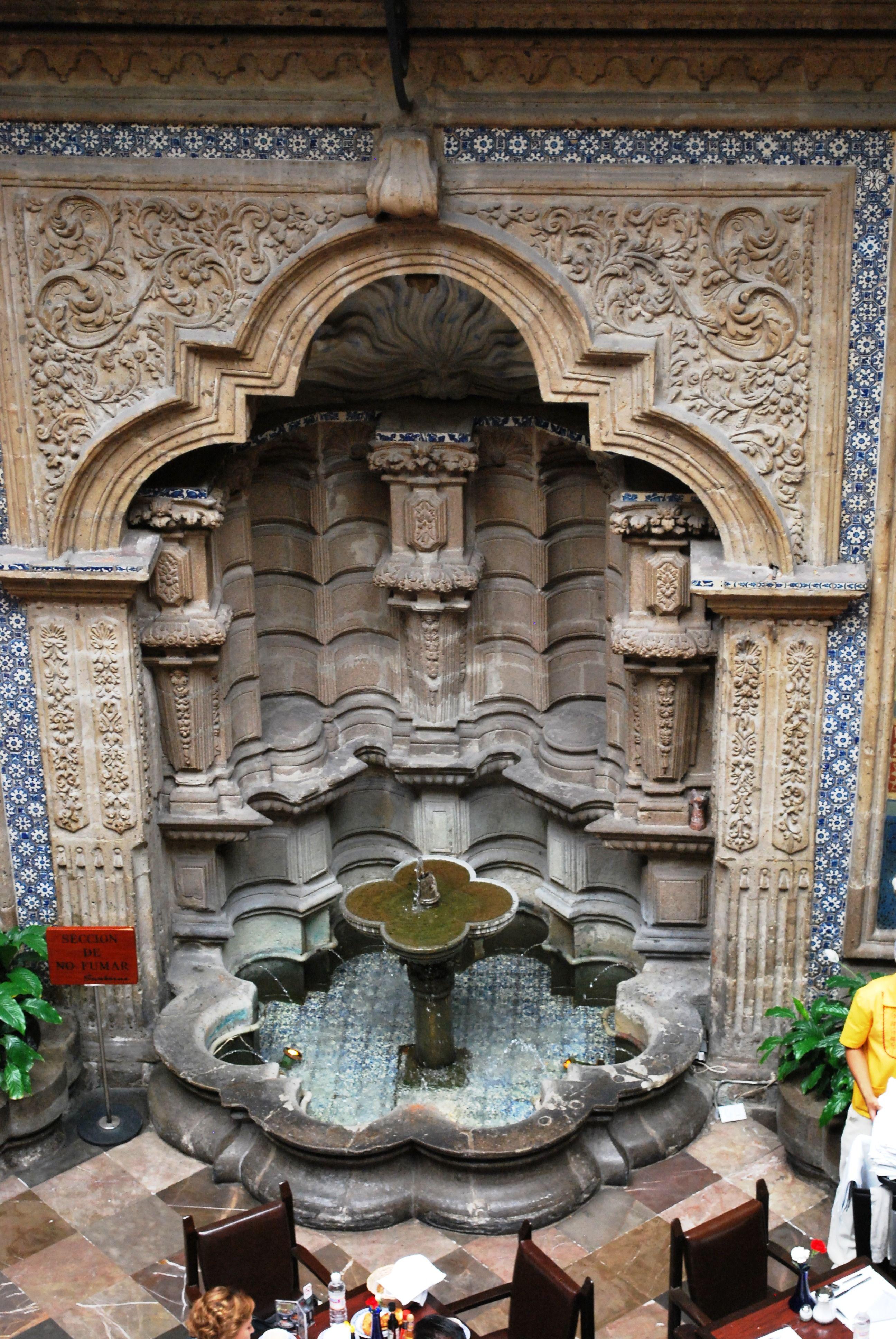 Fuente de la casa de los azulejos mexico pinterest for Casa de los azulejos en mexico