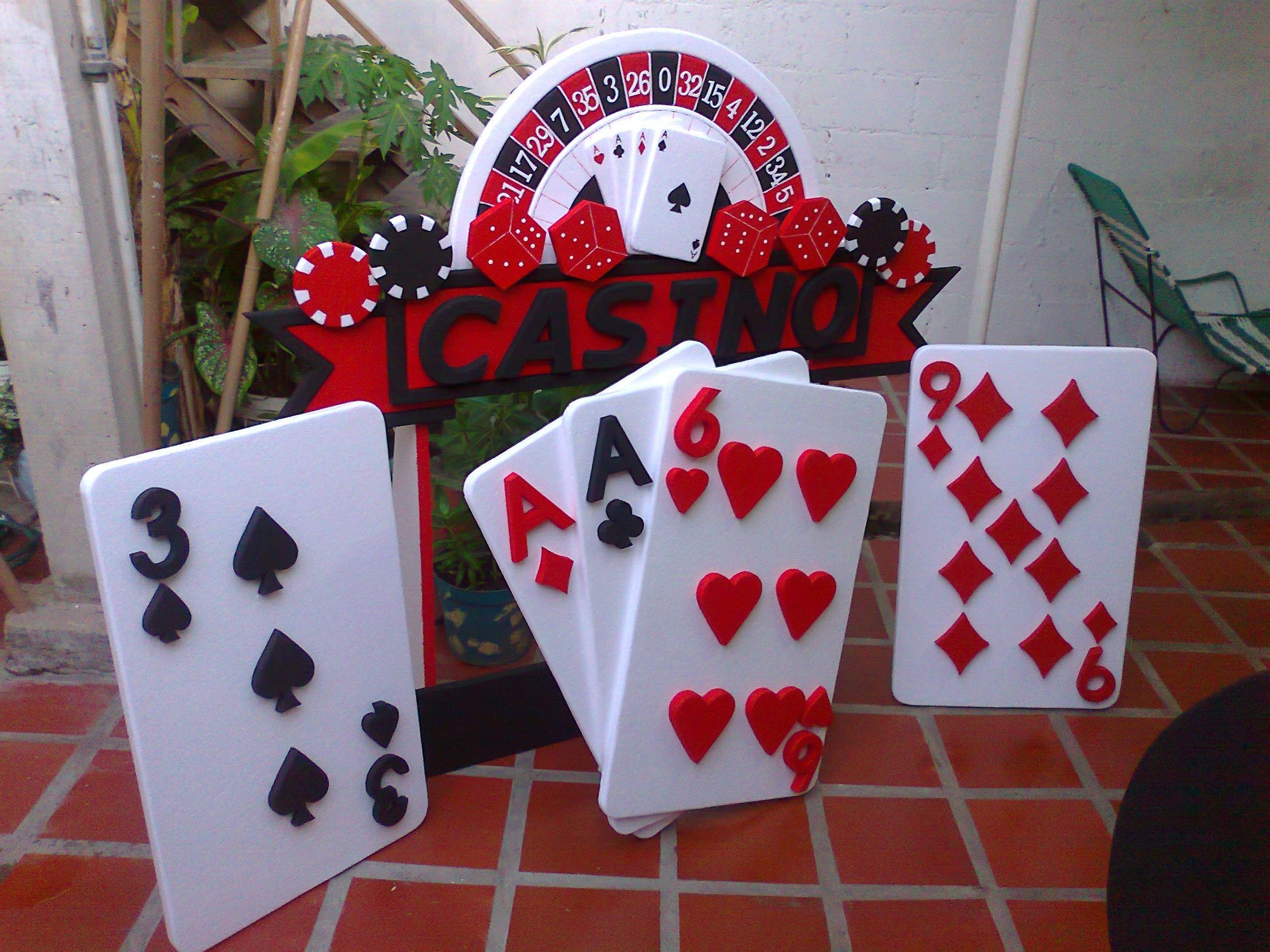 Naipes para la decoracion del salon | casino | Pinterest ...