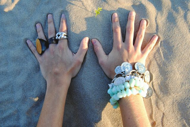 http://www.theguestgirl.com/2013/09/one-day.html #hands #ootd #blog #boho #chic #best #me #style
