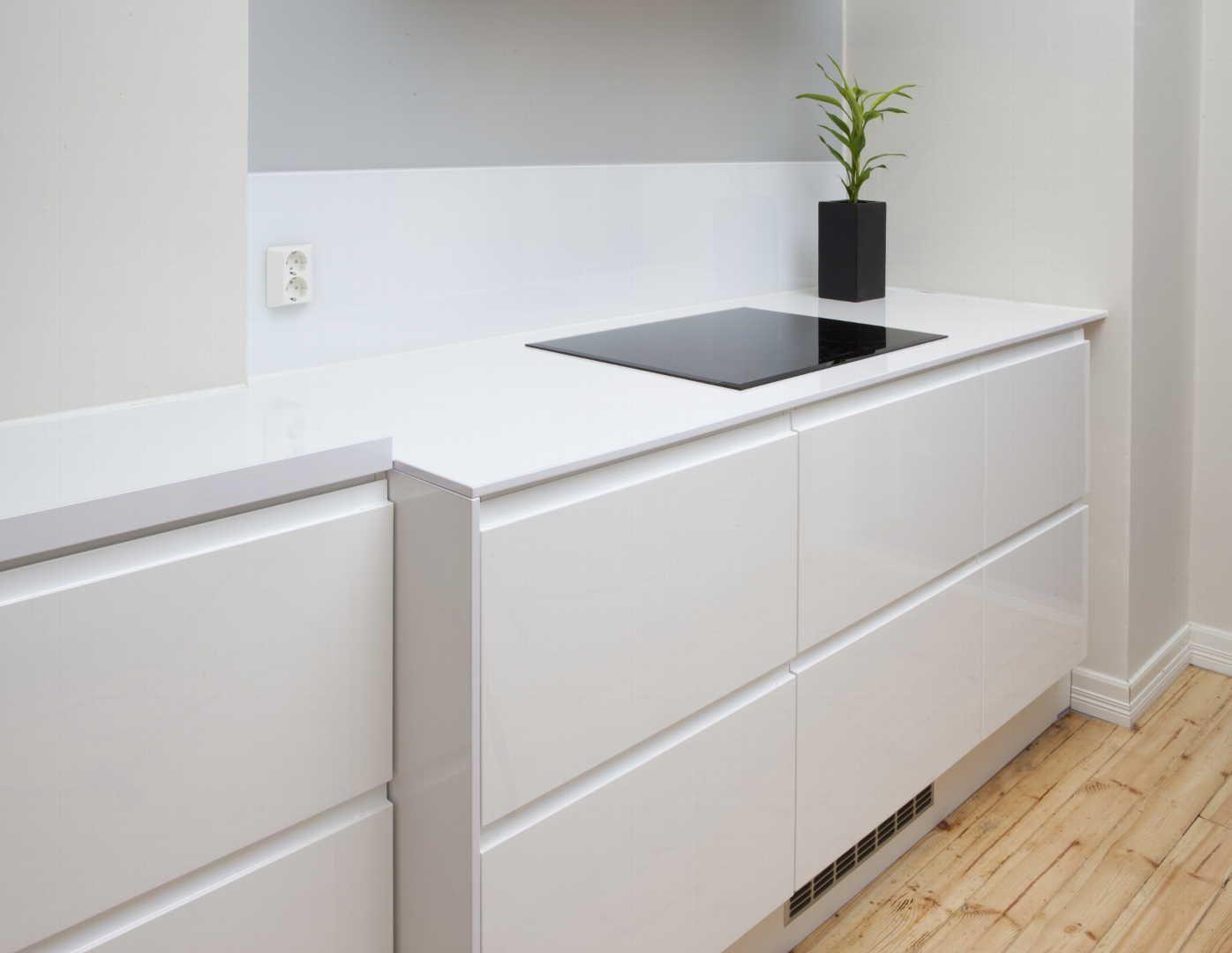 Katso kuvaa modernista, tyylikkäästä keittiöstä. Klikkaa kuvaa, niin näet tuotteiden tiedot ja ostopaikat!
