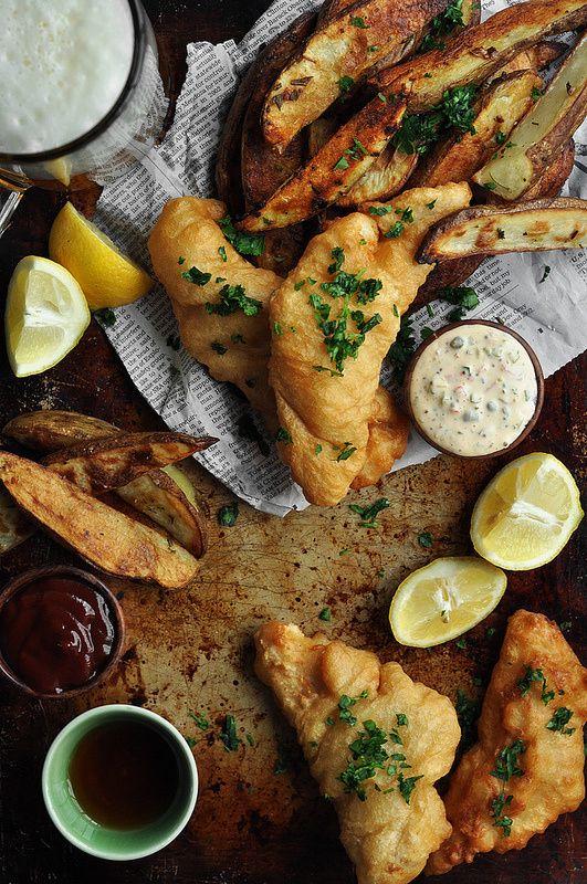 Cerveza pescado y patatas fritas w / Remoulade picante Maltratadas - El apetito Candid