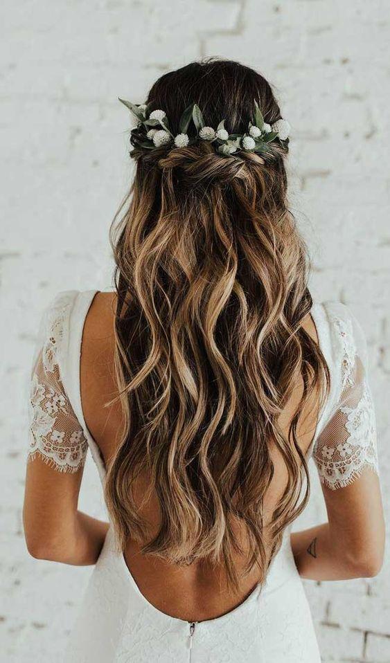 Penteado para noivas cabelo solto com cachos e flores Gallery