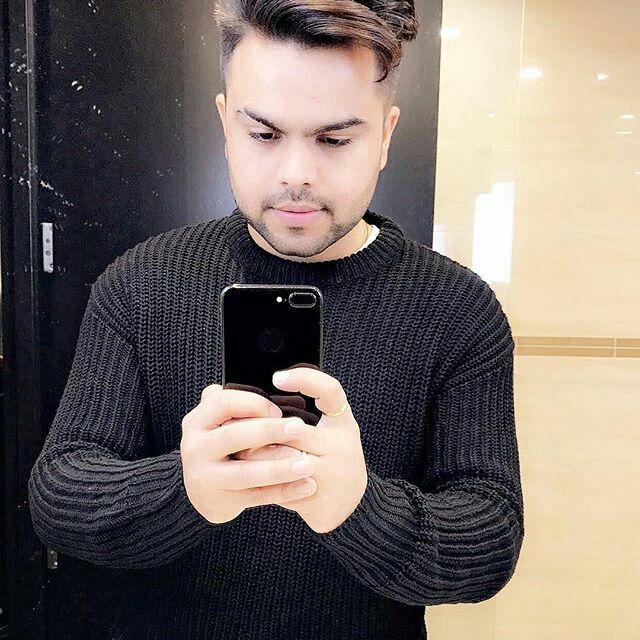 Pin By Manreet Fashion Designer On Punjabi Singer Akhil Punjabi Boys Singer Mens Tops