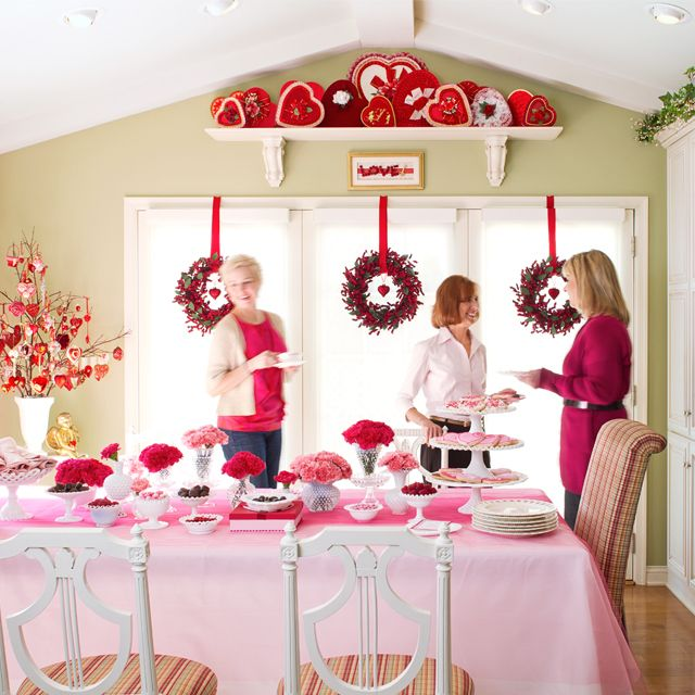 Ideas to throw a Valentines Party for your friends Loving