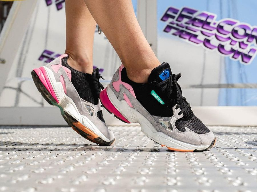 chaussure-adidas-falcon-dorf-fille-noire-grise-rose-on-feet ...
