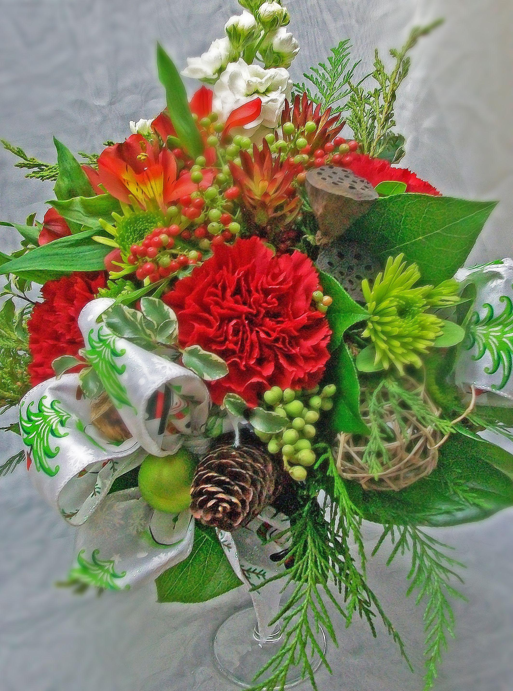 Holiday red and green stemmed glass vase organic enhancements holiday red and green stemmed glass vase organic enhancements carnations mums glass vasehappy holidaysfloristssan diego izmirmasajfo