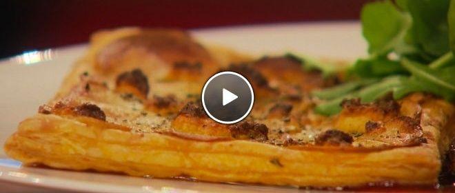 Aardappeltaartjes met rozemarijn en kaas van de bakplaat