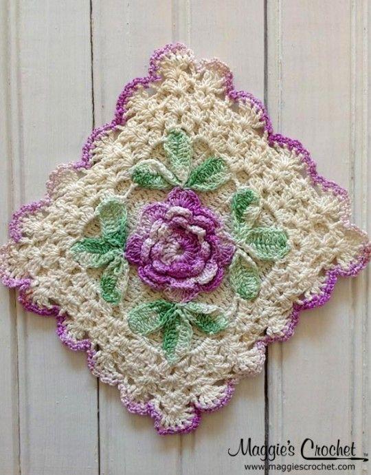 flower embellished vintage crochet potholder looks too good to use pleten a h kovan moda. Black Bedroom Furniture Sets. Home Design Ideas