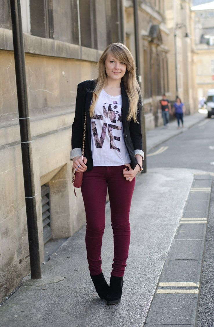 Black t shirt outfit - Lorna Burford Burgundy Jeans Theres A Panda In My Burgundy Black Outfit