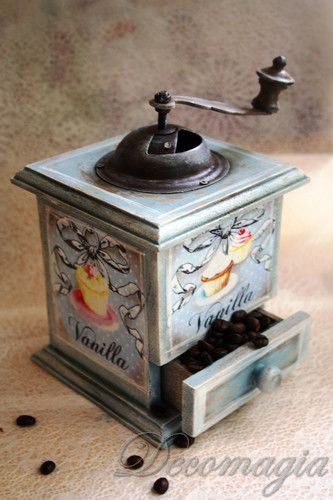 Hand coffee mill with decoupage Μύλος για καφέ με decoupage