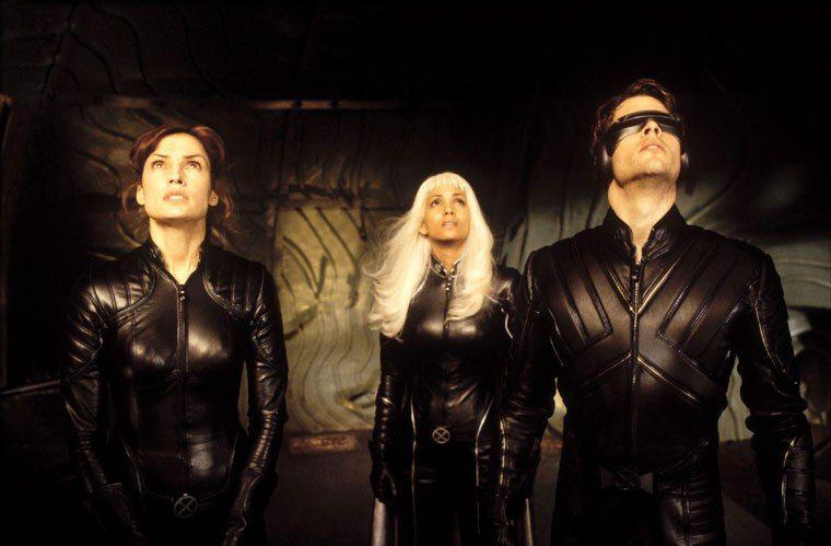 Famke Janssen Halle Berry And James Marsden In X Men 2000 In 2020 Best Superhero Movies X Men Halloween Costume X Men Costumes
