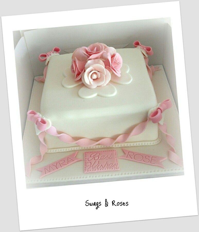 Torta quadrata con topper di rose