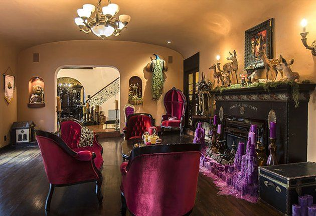 Design Voor Katten : Kat von d home living room purple velvet chairs candle wax