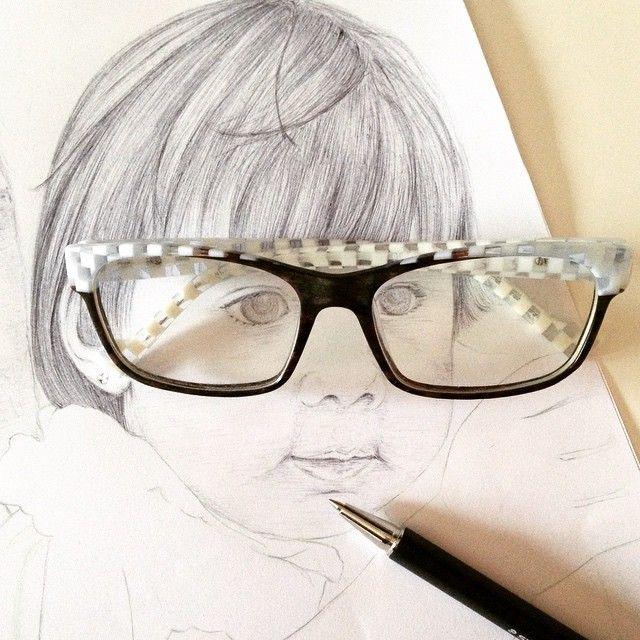 Mi yo del pasado se encuentra con mi yo actual…  www.extraboldstudio.com  #draw #sketch #ink #illustration #pen #glasses #past #present #black #white #portrait #selfportrait #dibujo #ilustración #tinta #boli #negro #blanco #gafas #etniabarcelona #etnia #pasado #presente #extraboldstudio